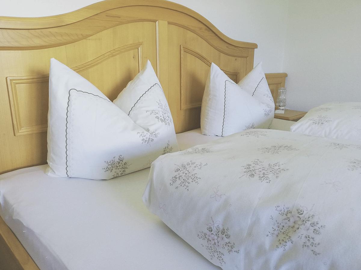 Doppelbett Appartement Säuling im Wänglerhof